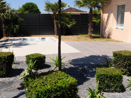 Jardin design et minimaliste de particulier
