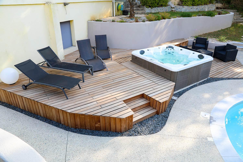 terrasse sur lev e sur mesure en bois avec spa valente. Black Bedroom Furniture Sets. Home Design Ideas