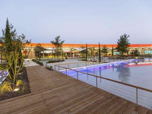 aménagement des espaces extérieurs du parc Saint-Paul, terrasse en bois, ponton, fontaines et bassin