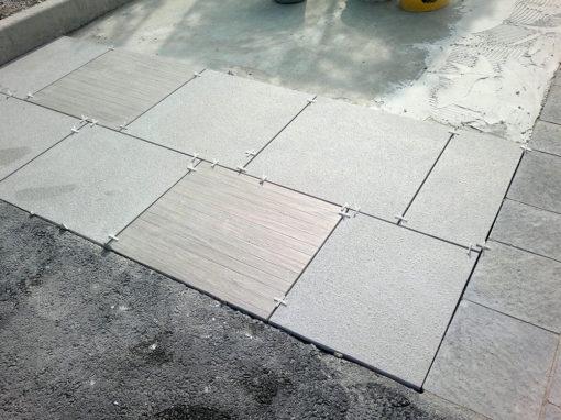 Zoom sur l'installation de dalles d'une terrasse par Valente.